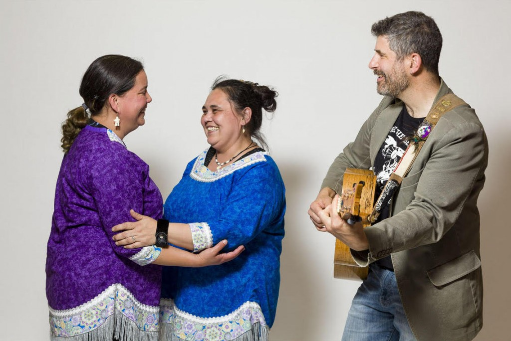 Heidi Langille, Lynda Brown (Siqiniup Qilauta/Sunsdrum) and David Newland. Photo Doug Nicholson/Six String Nation